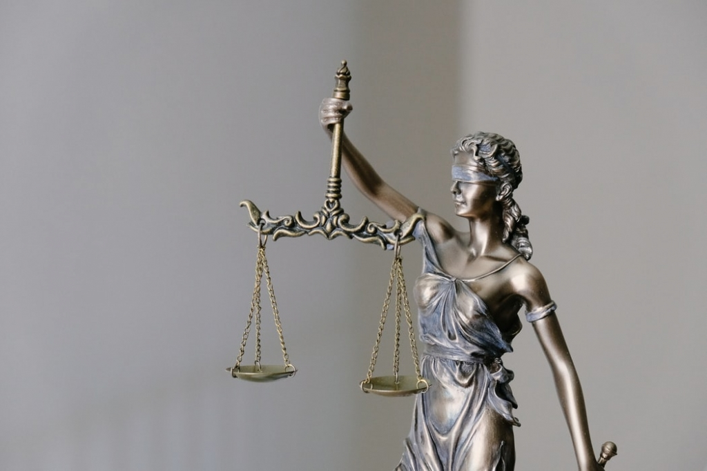 stature of Lady Justice